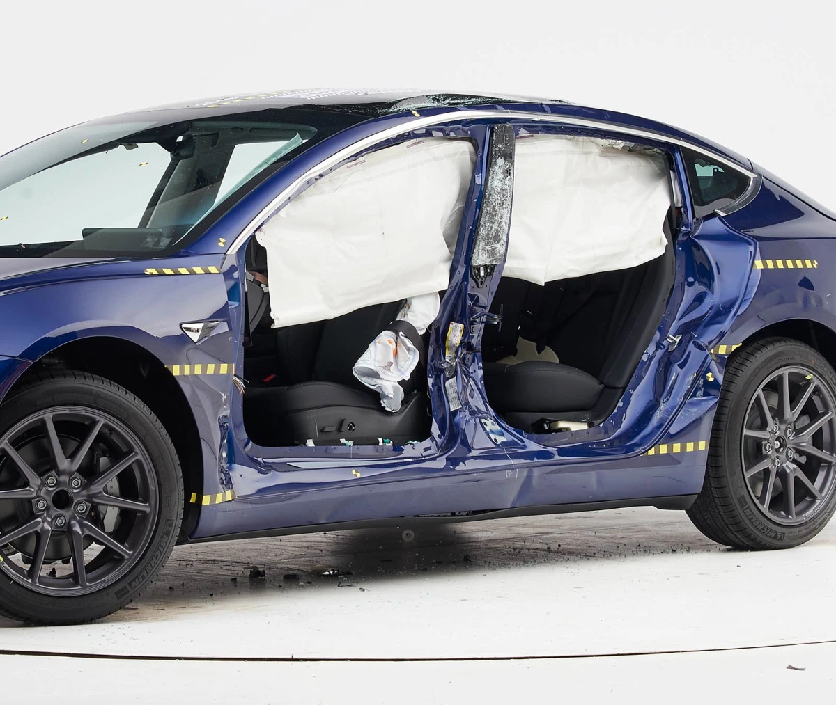 "Cardesignworld Na Instagramie 2020 Tesla Roadster: Tesla Model 3 Wint IIHS Award: ""Top Safety Pick+ 2019"