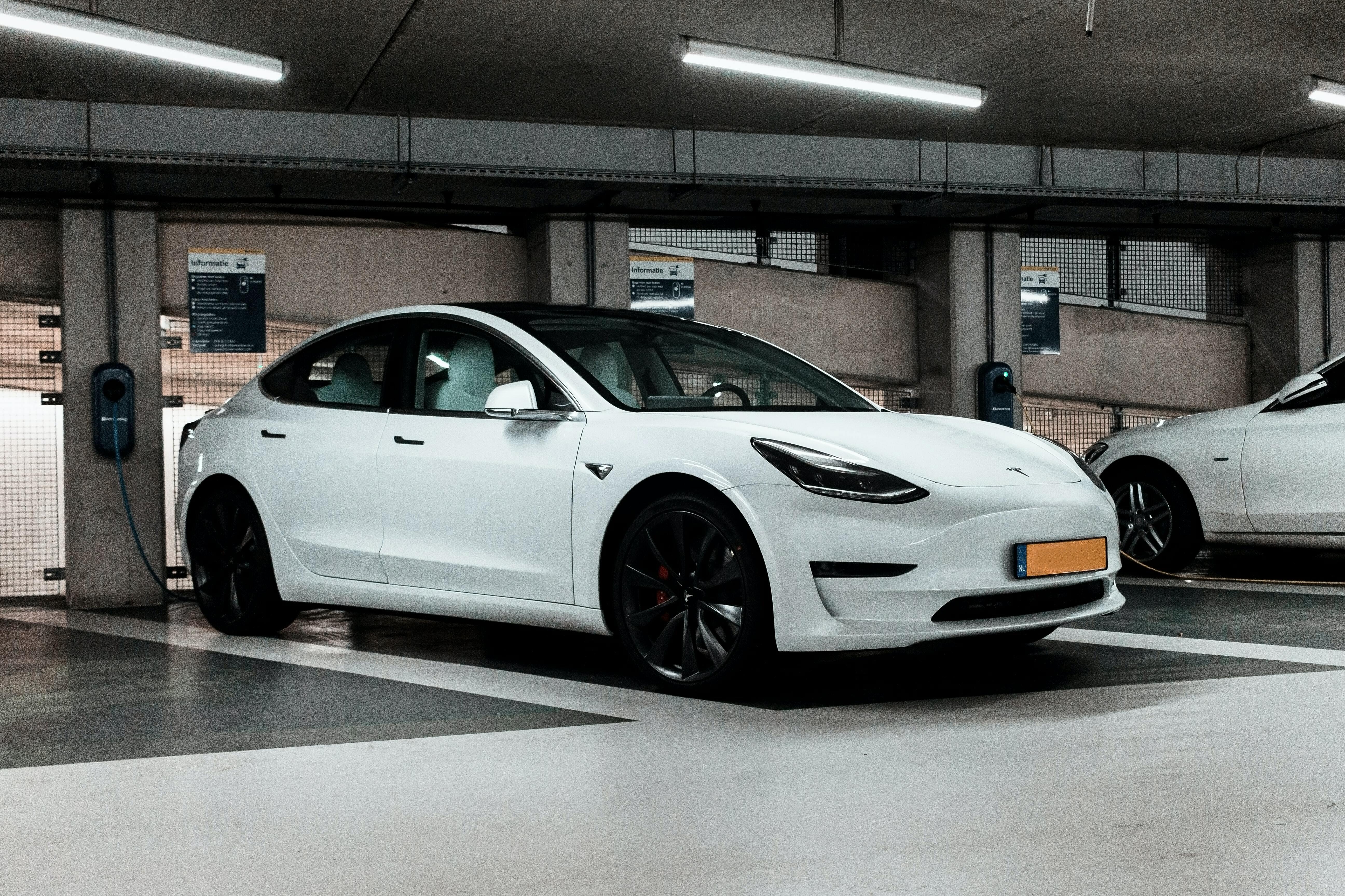 Tesla Model 3 opladen